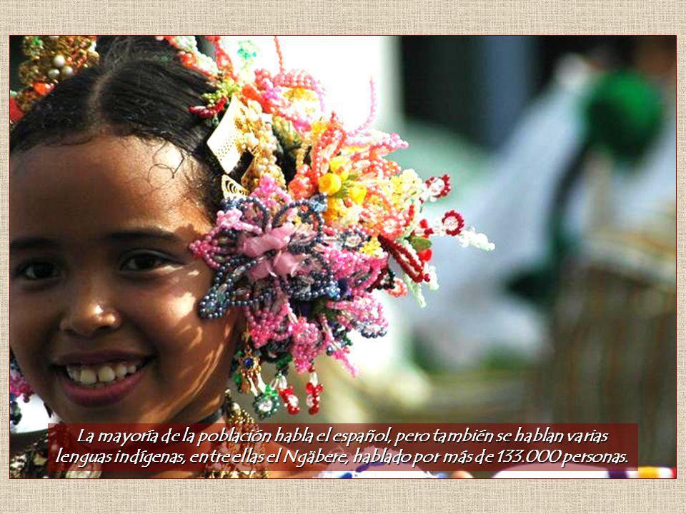 La mayoría de la población habla el español, pero también se hablan varias lenguas indígenas, entre ellas el Ngäbere, hablado por más de 133.000 personas.