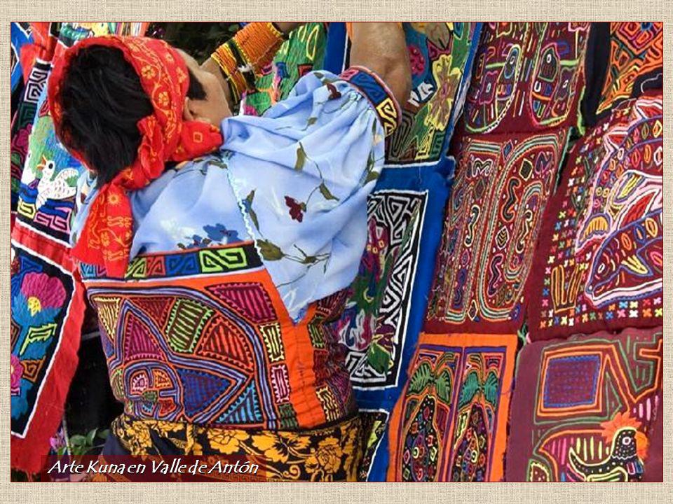 Tribu Emberá Entre las culturas aborígenes propias se encuentra la cultura Emberá, antigua Chocoe. Esta, junto con los Kunas, son una de las más repre