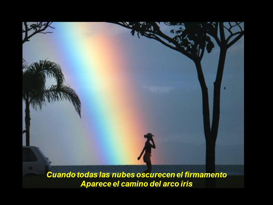 Cuando todas las nubes oscurecen el firmamento Aparece el camino del arco iris