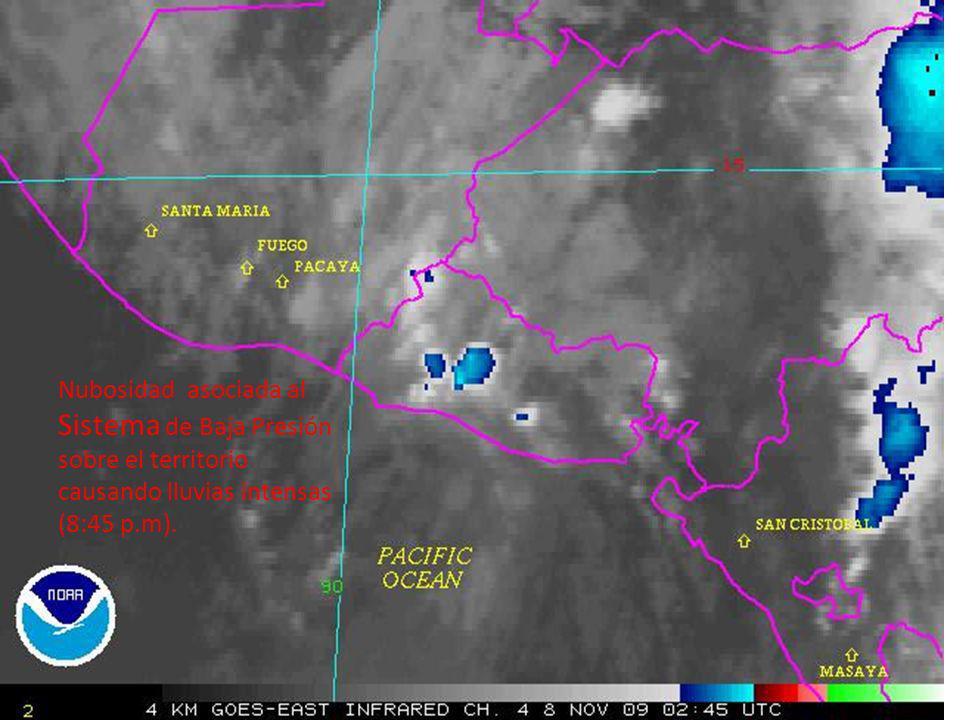 Nubosidad asociada al Sistema de Baja Presión sobre el territorio causando lluvias intensas (8:45 p.m).