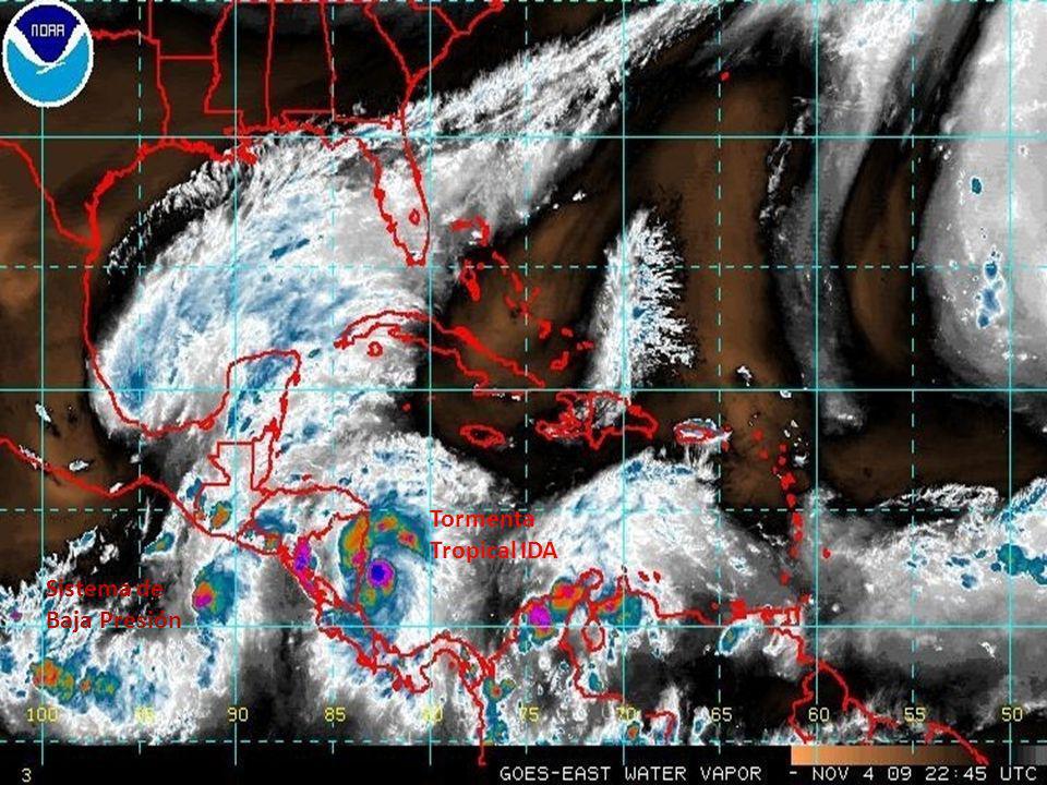 Nubosidad asociada al Sistema de Baja Presión sobre el territorio causando lluvias intensas (9:45 p.m.).
