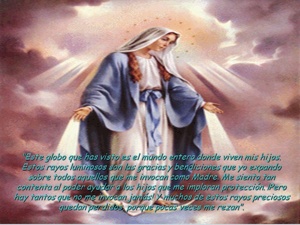 La Virgen venía vestida de blanco. Junto a Ella había un globo luciente sobre el cual estaba la cruz. Nuestra Señora abrió sus manos y de sus dedos fu