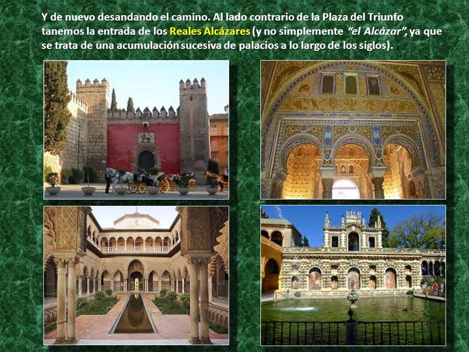 Y de nuevo desandando el camino. Al lado contrario de la Plaza del Triunfo tanemos la entrada de los Reales Alcázares (y no simplemente el Alcázar, ya
