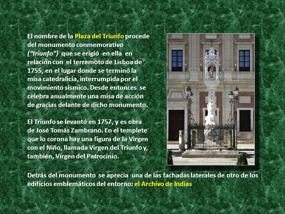 El nombre de la Plaza del Triunfo procede del monumento conmemorativo (triunfo) que se erigió en ella en relación con el terremoto de Lisboa de 1755,