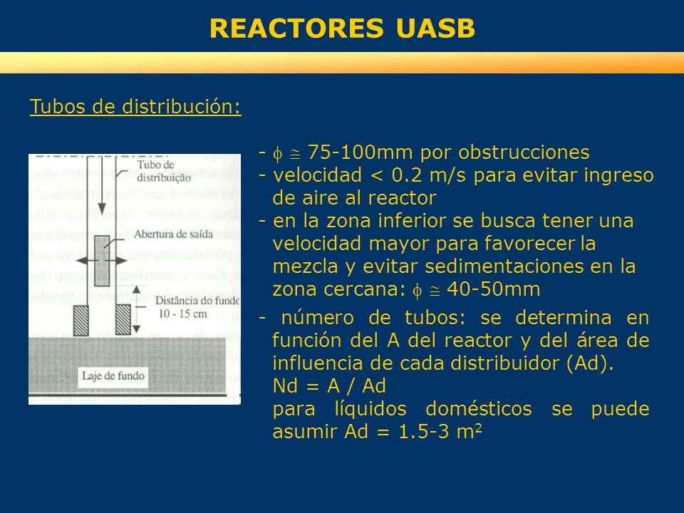 REACTORES UASB Tubos de distribución: - 75-100mm por obstrucciones - velocidad < 0.2 m/s para evitar ingreso de aire al reactor - en la zona inferior