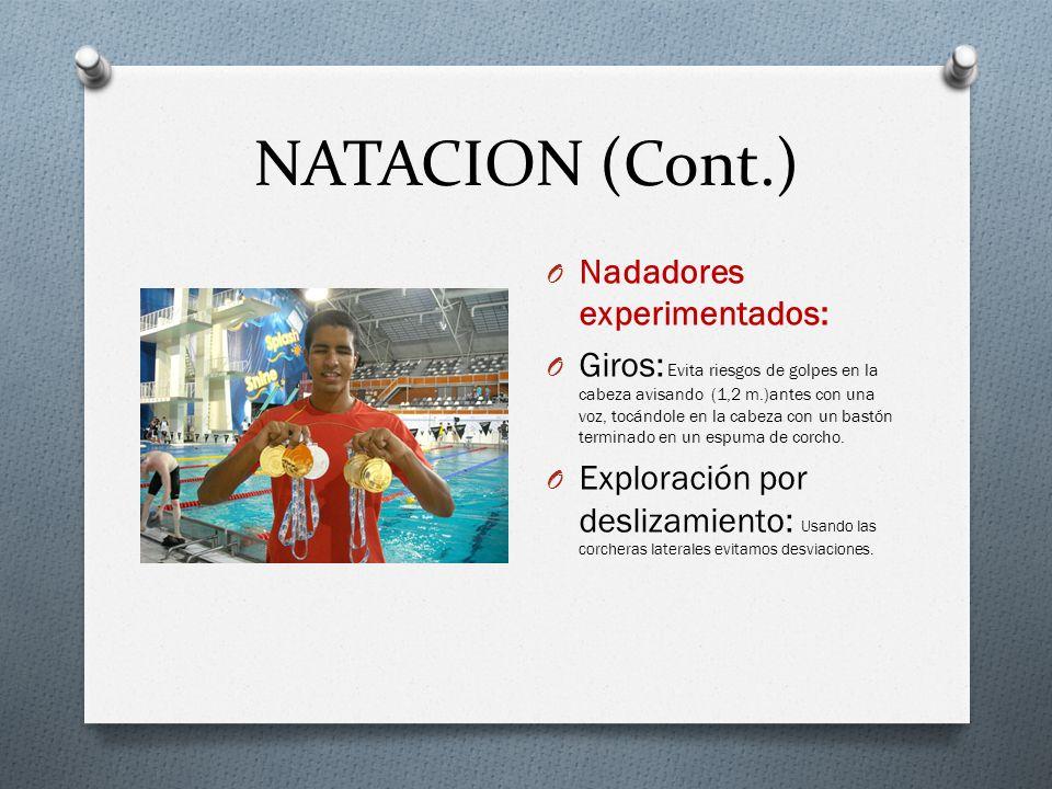 NATACION (Cont.) O Nadadores experimentados: O Giros: Evita riesgos de golpes en la cabeza avisando (1,2 m.)antes con una voz, tocándole en la cabeza con un bastón terminado en un espuma de corcho.