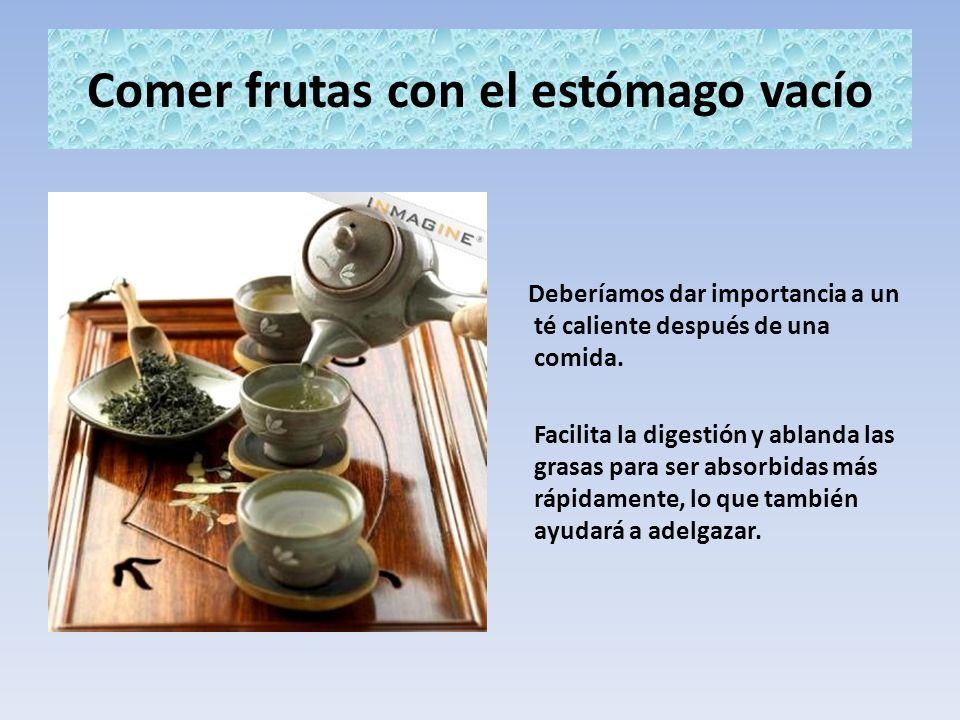 Comer frutas con el estómago vacío Deberíamos dar importancia a un té caliente después de una comida. Facilita la digestión y ablanda las grasas para