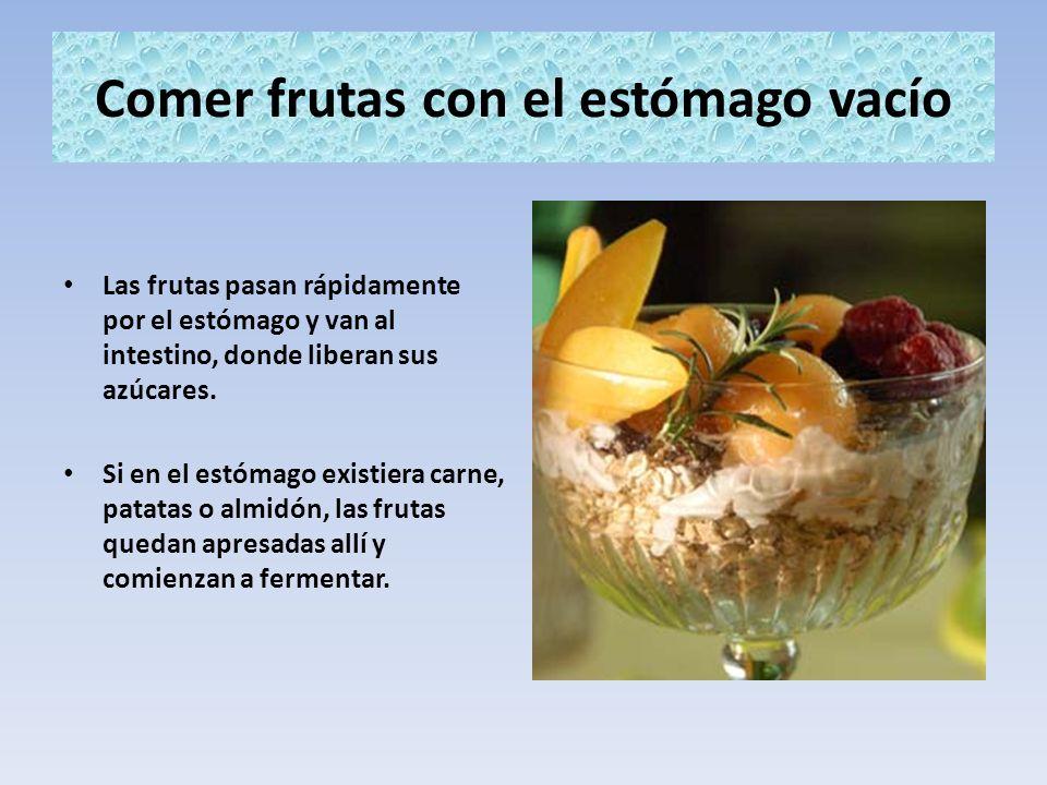 Comer frutas con el estómago vacío Las frutas pasan rápidamente por el estómago y van al intestino, donde liberan sus azúcares. Si en el estómago exis