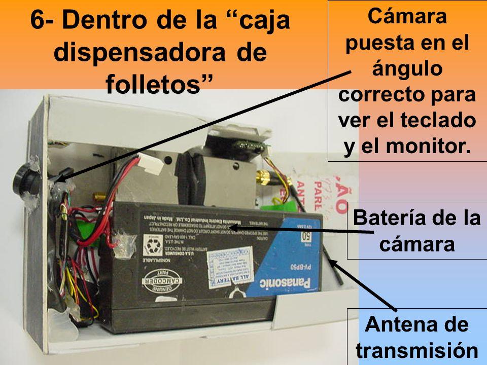 6- Dentro de la caja dispensadora de folletos Cámara puesta en el ángulo correcto para ver el teclado y el monitor.