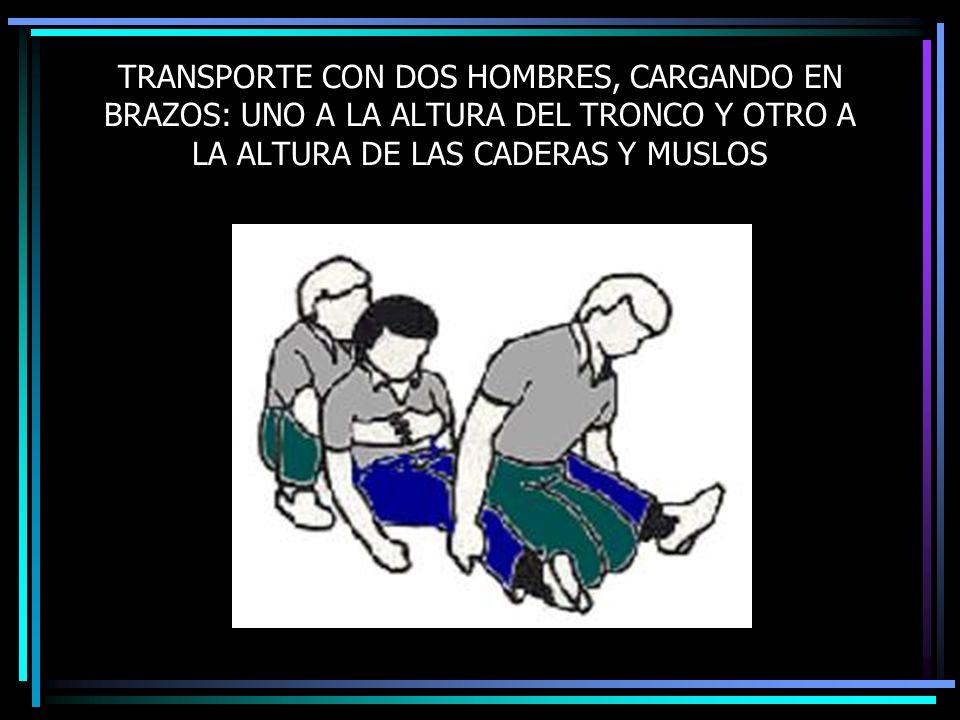 TRANSPORTE CON DOS HOMBRES, CARGANDO EN BRAZOS: UNO A LA ALTURA DEL TRONCO Y OTRO A LA ALTURA DE LAS CADERAS Y MUSLOS