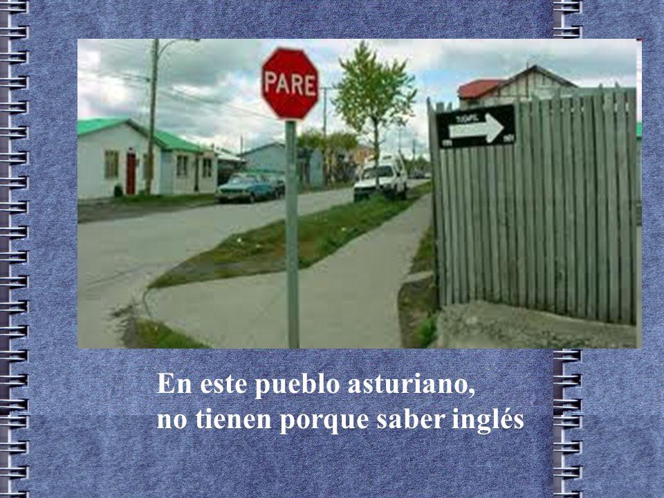 ´ Señal que dio la vuelta al mundo por Internet, colocada a principios de los noventa en las cercanías de Villanueva de la Vera Extremadura.