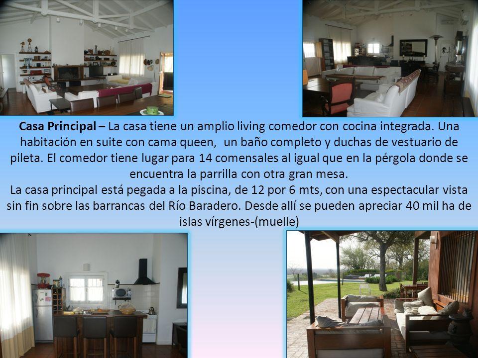 Casa Principal – La casa tiene un amplio living comedor con cocina integrada. Una habitación en suite con cama queen, un baño completo y duchas de ves