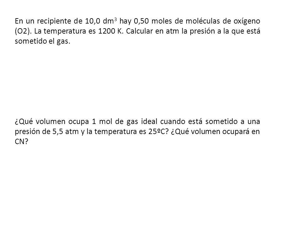 En un recipiente de 10,0 dm 3 hay 0,50 moles de moléculas de oxígeno (O2). La temperatura es 1200 K. Calcular en atm la presión a la que está sometido