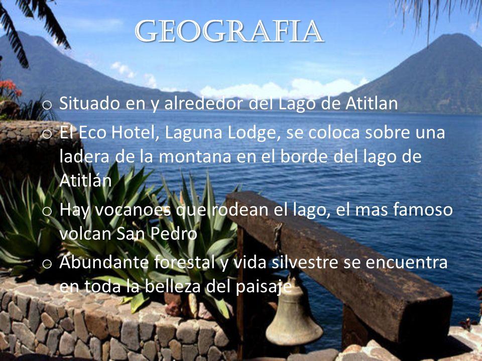 Geografia o Situado en y alrededor del Lago de Atitlan o El Eco Hotel, Laguna Lodge, se coloca sobre una ladera de la montana en el borde del lago de