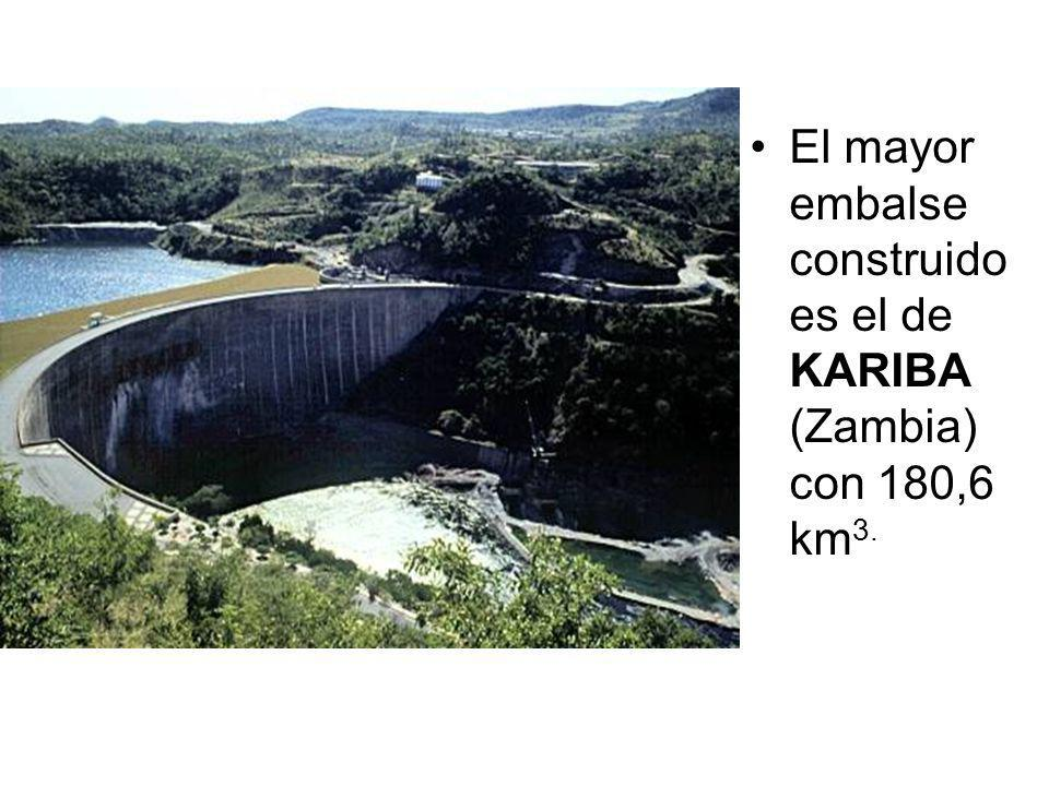 El mayor embalse construido es el de KARIBA (Zambia) con 180,6 km 3.