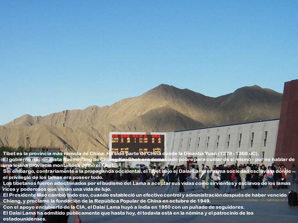 La estación de Lhasa, más parecida a una terminal de aeropuerto de primera clase que una estación de ferrocarril. Según mi guía local tibetano de Turi