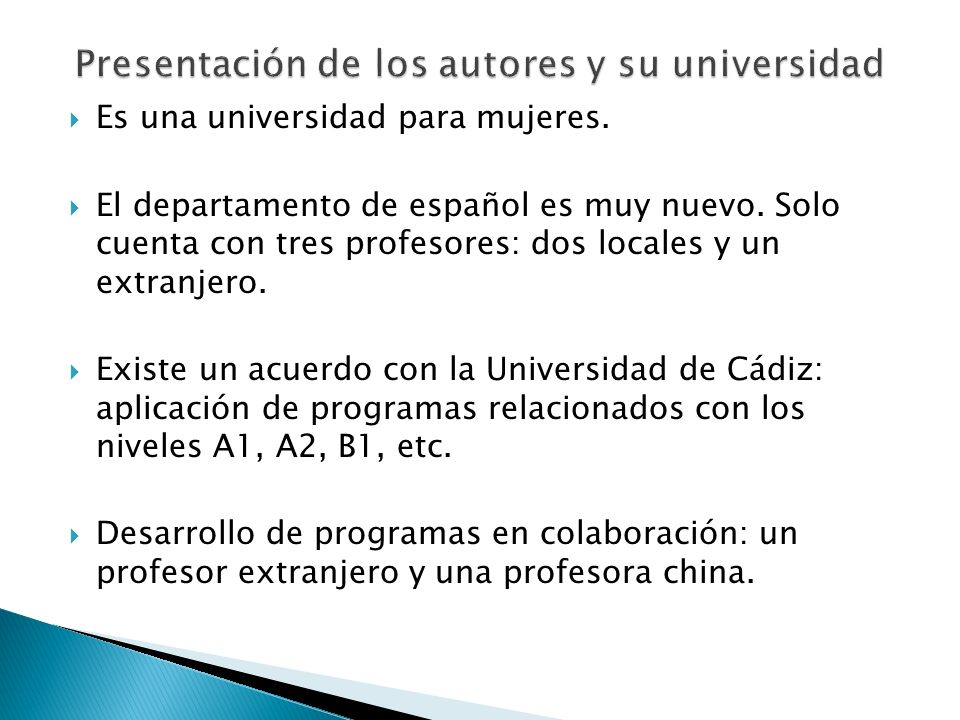 Es una universidad para mujeres. El departamento de español es muy nuevo. Solo cuenta con tres profesores: dos locales y un extranjero. Existe un acue