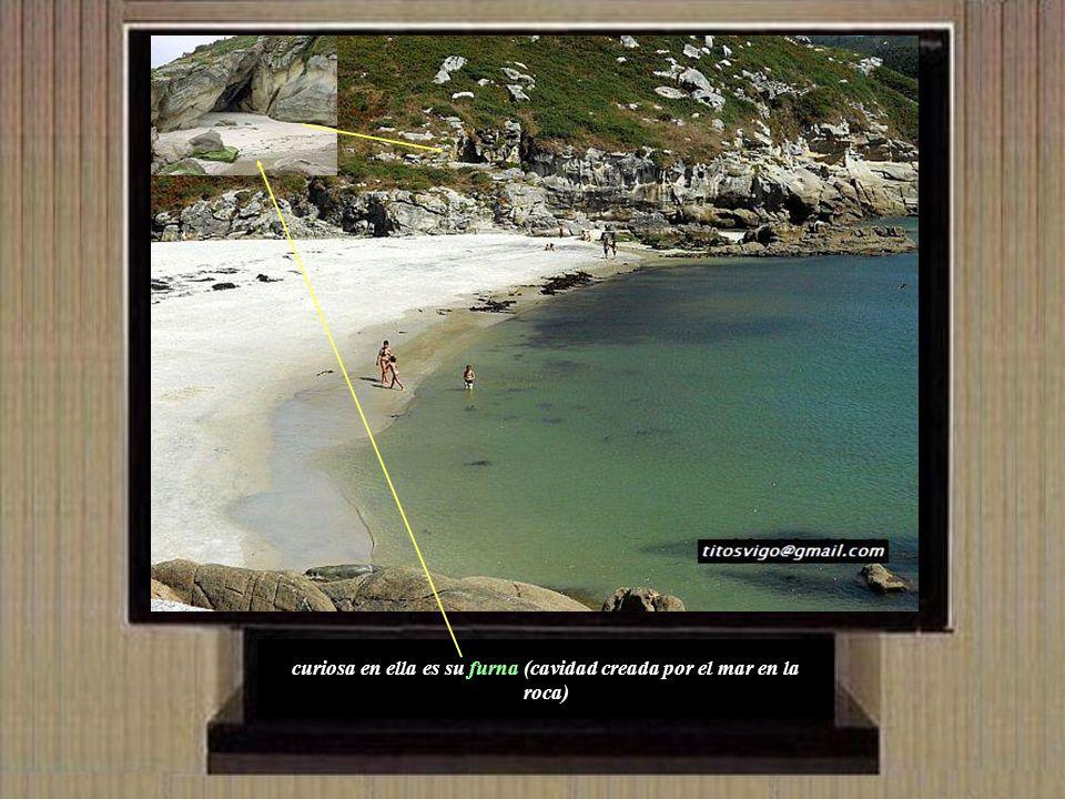 Corme tiene una coqueta playa denominada de Osmo que se encuentra a mano izquierda según se entra en el pueblo.
