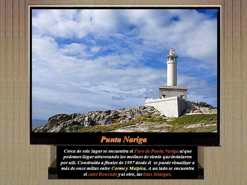 Cerca de este lugar se encuentra el Faro de Punta Nariga al que podemos llegar atravesando los molinos de viento que instalaron por allí.