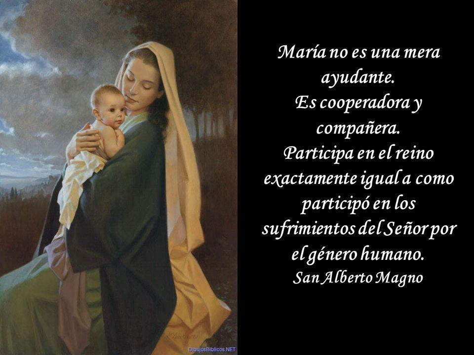 María no es el centro, pero esta en el centro.