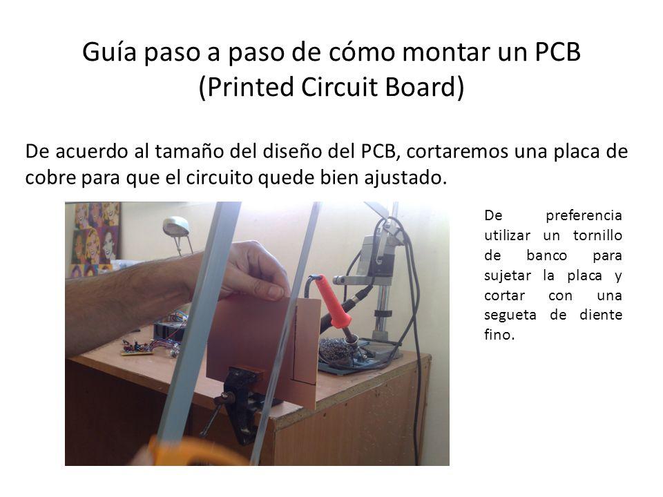 Guía paso a paso de cómo montar un PCB (Printed Circuit Board) De acuerdo al tamaño del diseño del PCB, cortaremos una placa de cobre para que el circ