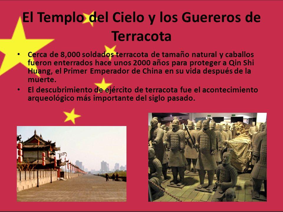 El Templo del Cielo y los Guereros de Terracota Cerca de 8,000 soldados terracota de tamaño natural y caballos fueron enterrados hace unos 2000 años p