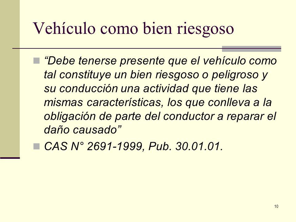 10 Vehículo como bien riesgoso Debe tenerse presente que el vehículo como tal constituye un bien riesgoso o peligroso y su conducción una actividad qu
