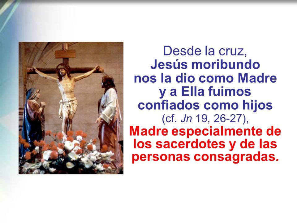 María, después de aquel primer «fiat», que tantas otras veces tuvo que repetir, hasta el momento culminante de la crucifixión de Jesús, cuando «estaba