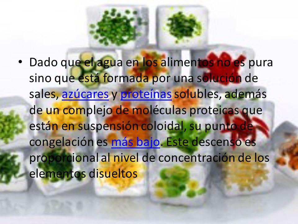 Dado que el agua en los alimentos no es pura sino que está formada por una solución de sales, azúcares y proteínas solubles, además de un complejo de