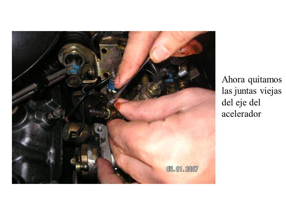 Ahora quitamos las juntas viejas del eje del acelerador