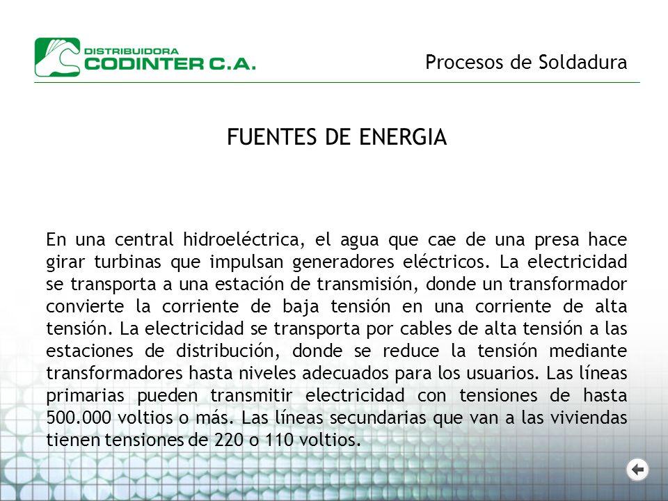 Procesos de Soldadura FUENTES DE ENERGIA En una central hidroeléctrica, el agua que cae de una presa hace girar turbinas que impulsan generadores eléc