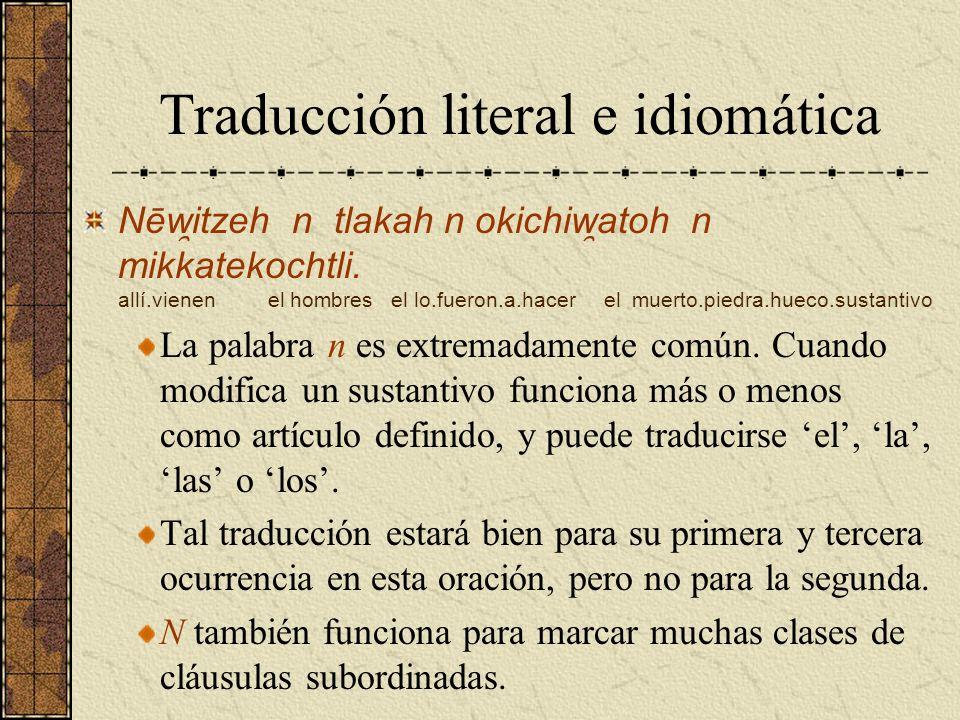 Traducción literal e idiomática Nēw ̯ itzeh n tlakah n okichiw ̯ atoh n mikkatekochtli. allí.vienen el hombres el lo.fueron.a.hacer el muerto.piedra.h