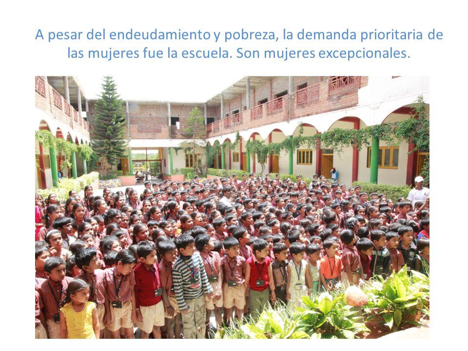 A pesar del endeudamiento y pobreza, la demanda prioritaria de las mujeres fue la escuela. Son mujeres excepcionales.