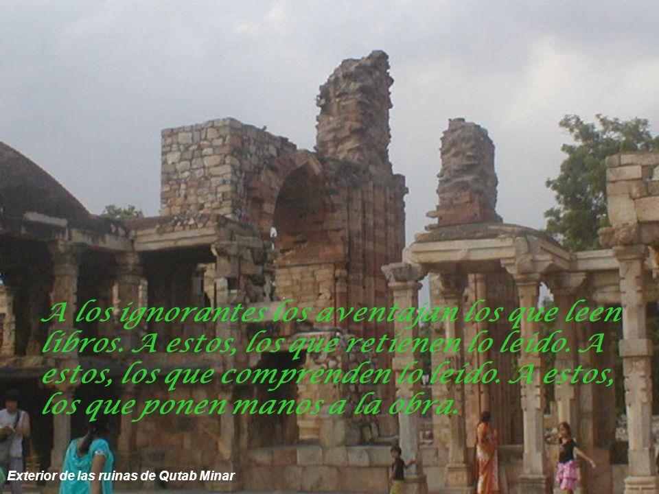 Bóvedas y columnatas del templo de Qutab Minar No hay árbol que el viento no haya sacudido.