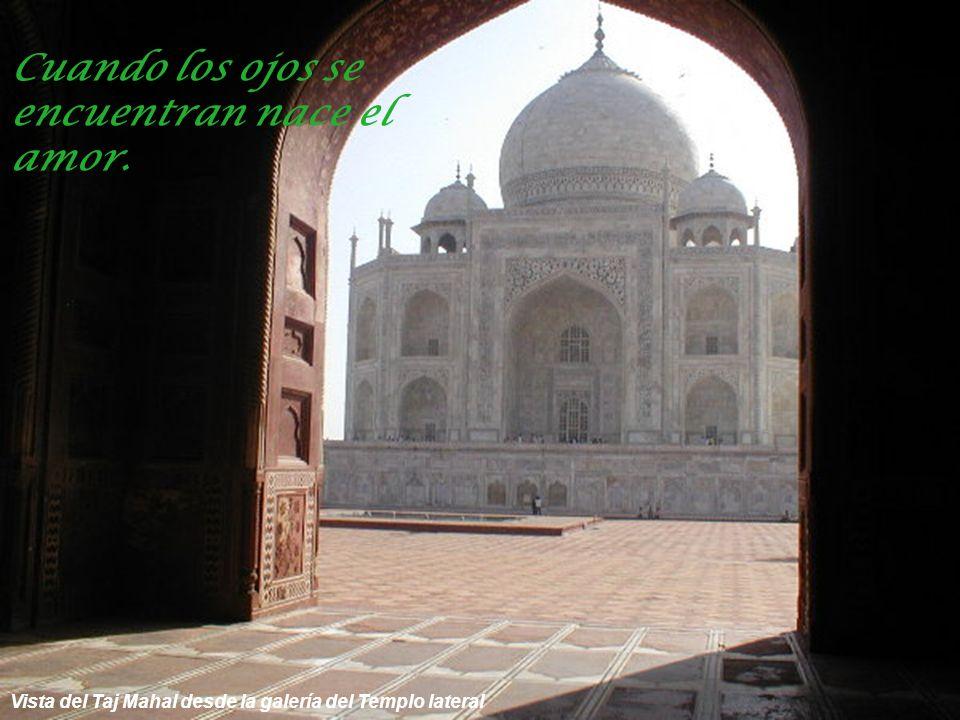 Galería que bordea al Templo lateral al Taj Mahal Aprendo mientras vivo.