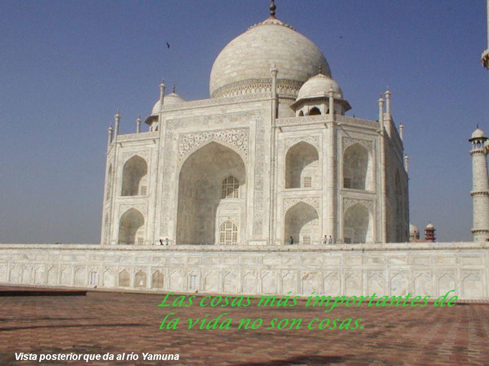 Vista del Taj Mahal desde la galería del Templo lateral Cuando los ojos se encuentran nace el amor.