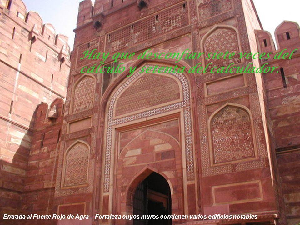 Calles de Agra – Medios de transporte Antes de juzgar a una persona, camina tres lunas con sus mocasines.