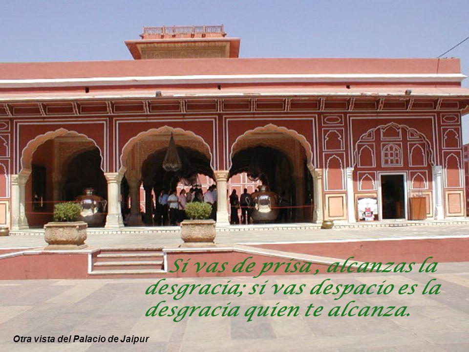 Palacio de la ciudad de Jaipur donde habita en la actualidad el Maharajá (hoy título solo honorífico) Creer que el enemigo débil no puede dañarnos es