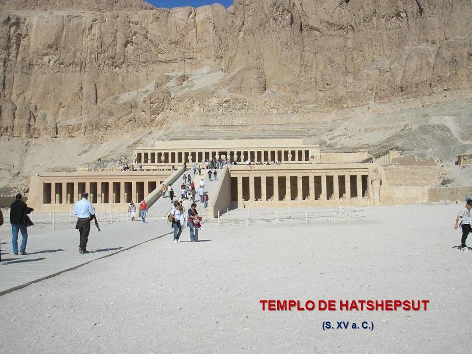 COLOSOS DE MENNÓN COLOSOS DE MENNÓN Tumba del Faraón AMENHOTEP III (S. XIV a.C.)