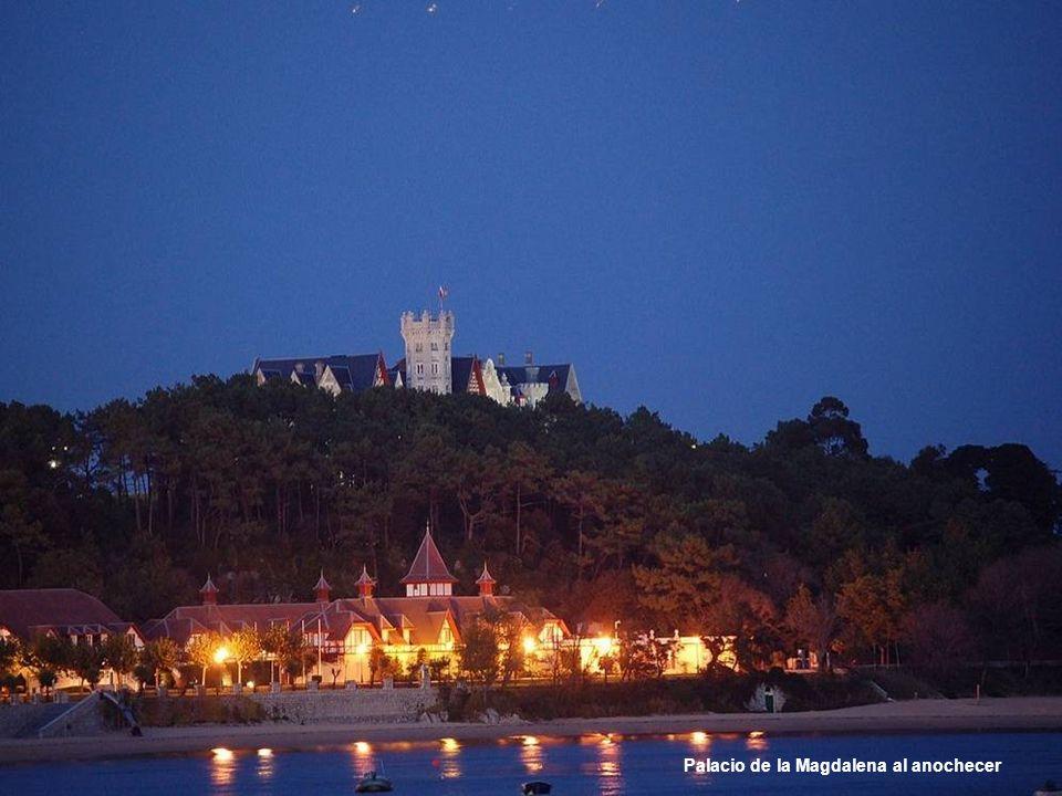 Palacio de la Magdalena al anochecer