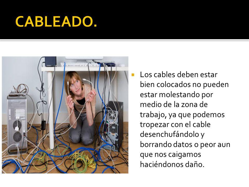 Los cables deben estar bien colocados no pueden estar molestando por medio de la zona de trabajo, ya que podemos tropezar con el cable desenchufándolo