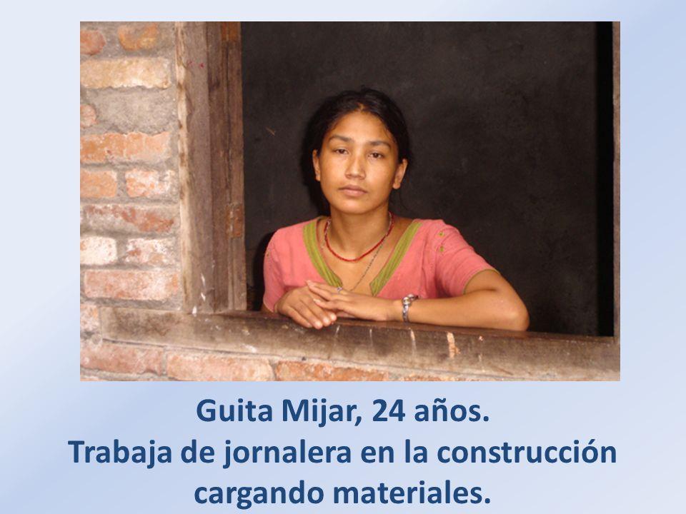 Guita Mijar, 24 años. Trabaja de jornalera en la construcción cargando materiales.