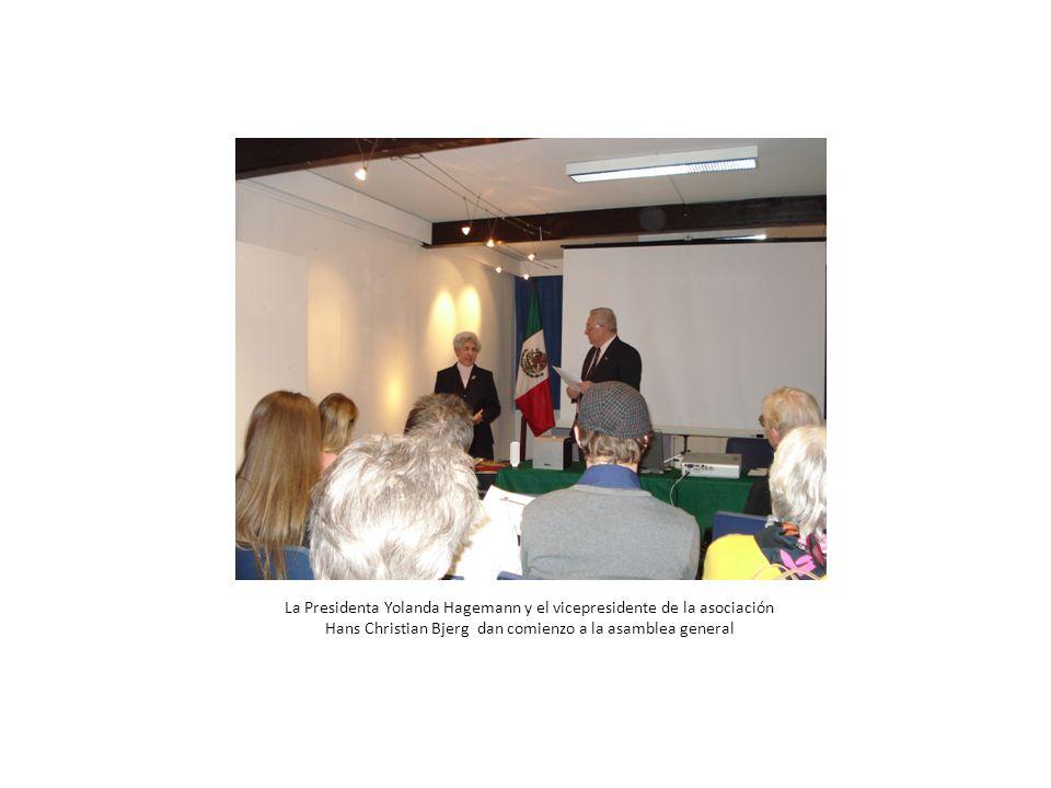 La Presidenta Yolanda Hagemann y el vicepresidente de la asociación Hans Christian Bjerg dan comienzo a la asamblea general