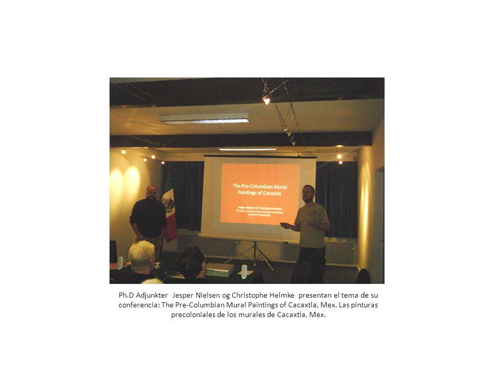 Jesper Nielsen nos muestra una parte del cuarto rojo donde el personaje es un anciano comerciante ricamente vestido con un tocado de jaguar; lleva un cacaxtli cargado con mercancías de lejanas tierras, entre ellas dos vasijas con tapa y un atado con preciosas plumas de quetzal; aquí se ve solamente el cacaxtli.