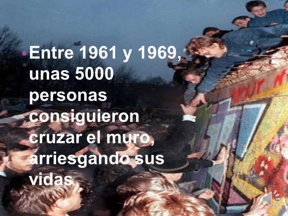 Desde que fue construido el muro, mucha gente trató de pasar de la RDA a la RFA. Más de 400 personas murieron en el intento.