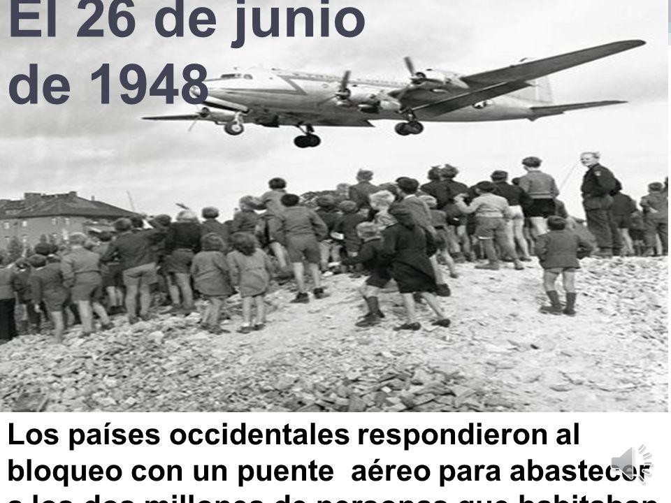 El 26 de junio de 1948 Los países occidentales respondieron al bloqueo con un puente aéreo para abastecer a los dos millones de personas que habitaban Berlín oriental.