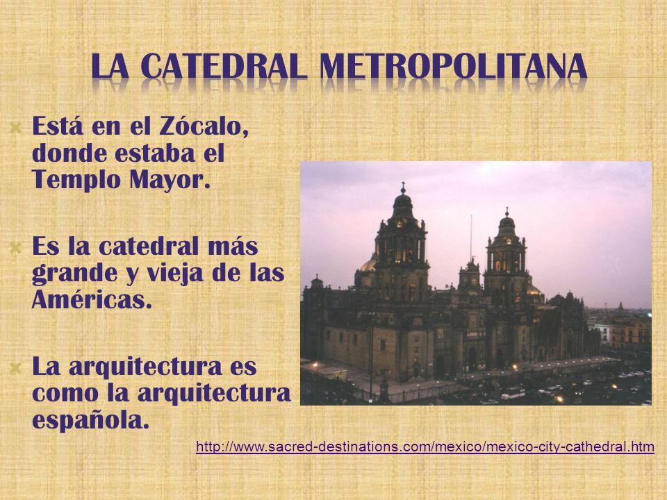Está en el Zócalo, donde estaba el Templo Mayor. Es la catedral más grande y vieja de las Américas.