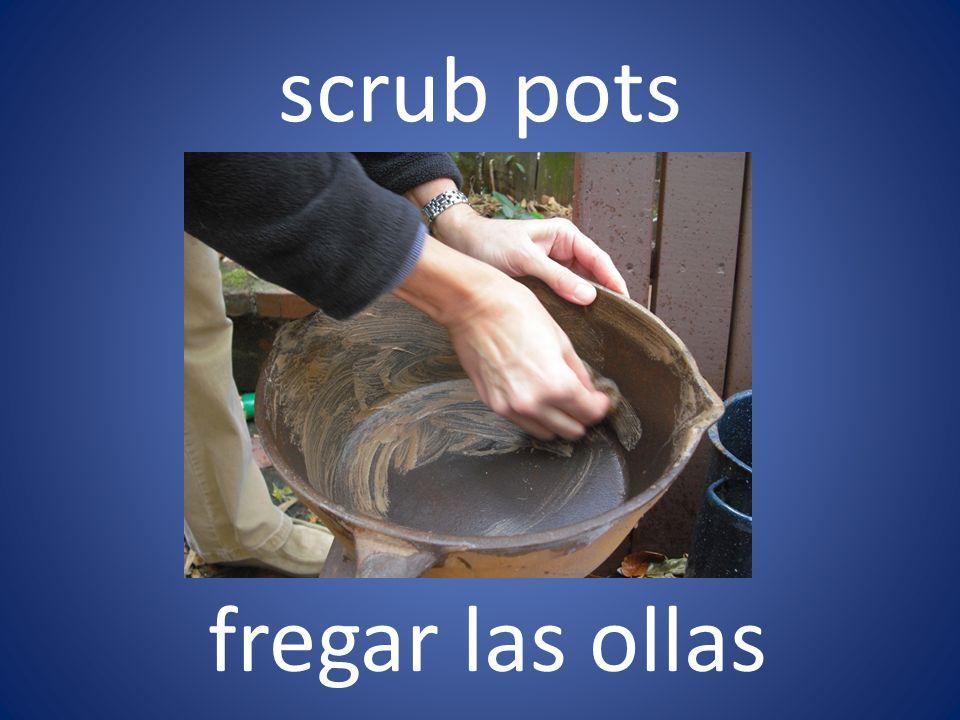 scrub pots fregar las ollas