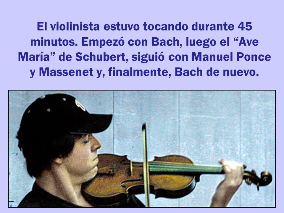 El violinista estuvo tocando durante 45 minutos.