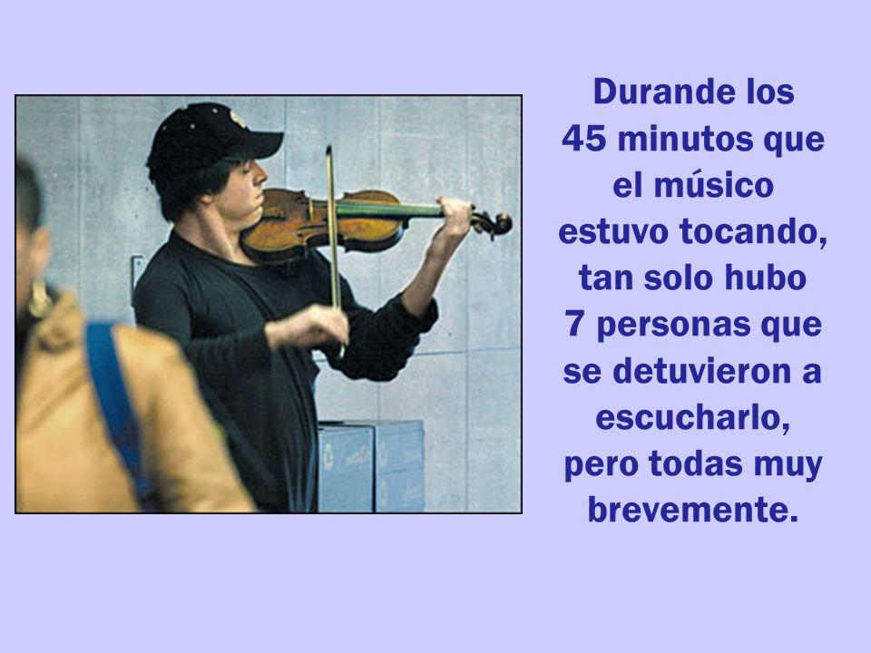 Durande los 45 minutos que el músico estuvo tocando, tan solo hubo 7 personas que se detuvieron a escucharlo, pero todas muy brevemente.
